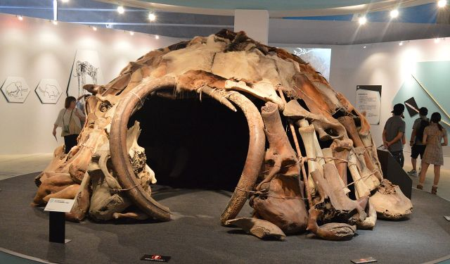 Replica hut made from woolly mammoth bones. (Image from here)